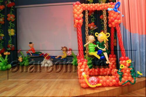 Как обычно были различные оформления воздушными шарами школьных праздников. .  И скучные и интересные. .