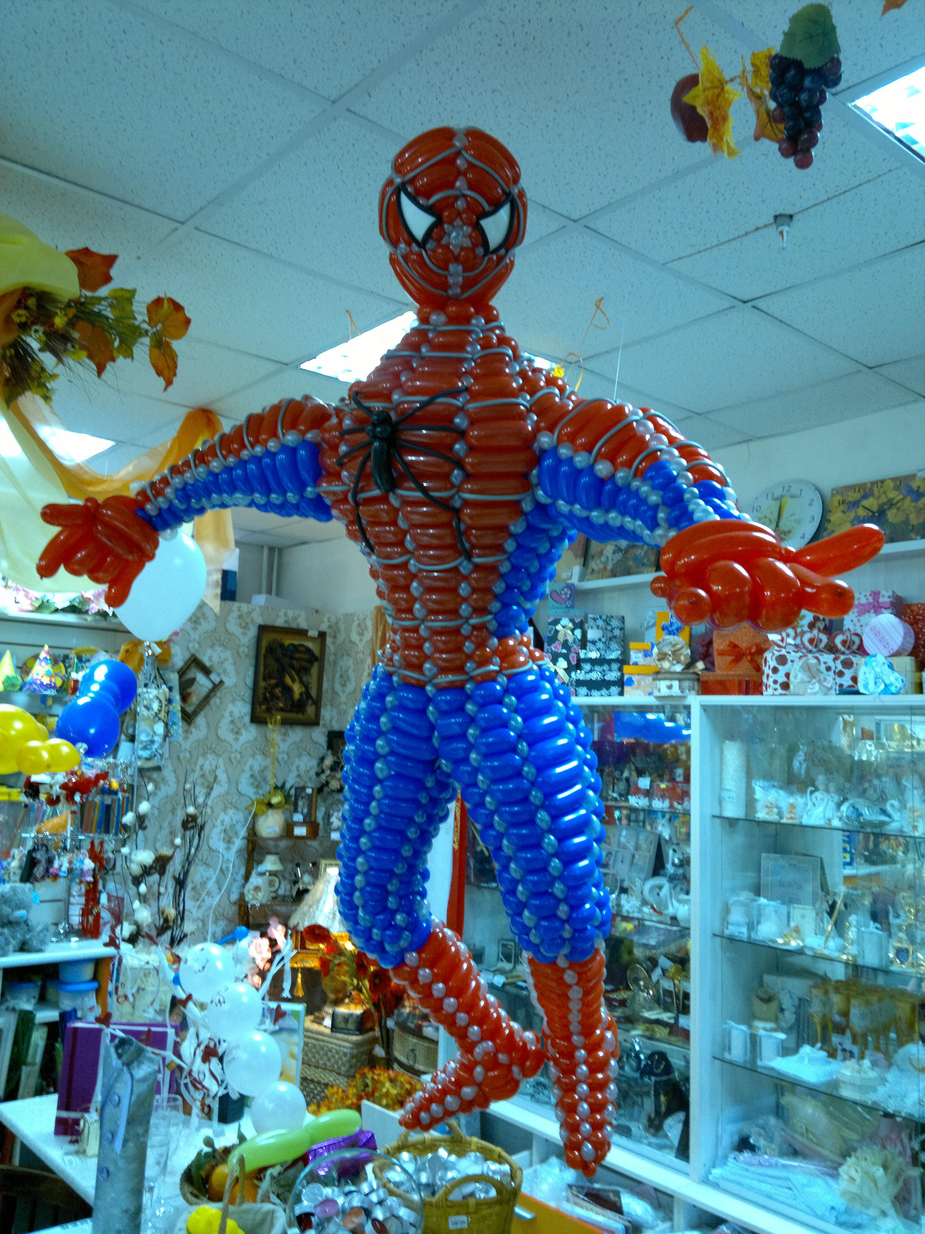 Человек паук из цветов фото